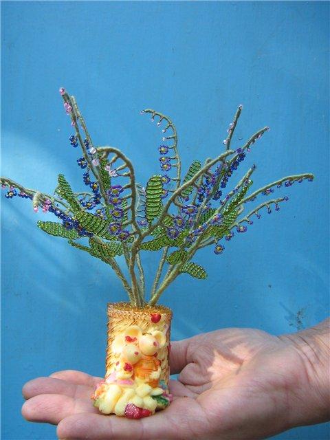 Незабудки. деревья и цветы из бисера.
